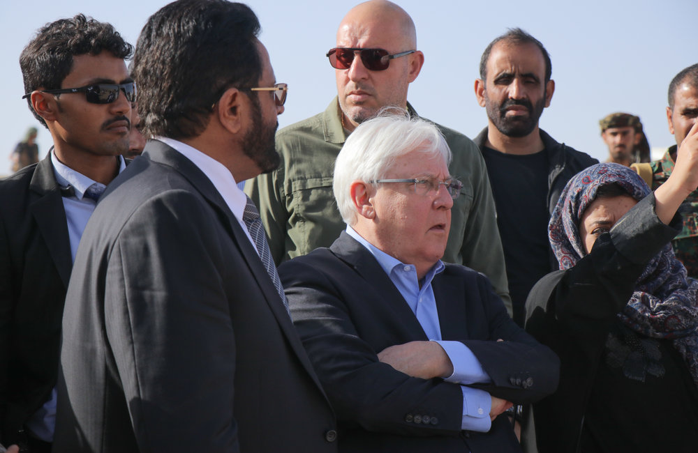 UN Special Envoy for Yemen, Martin Griffiths, and Governor Sultan Al-Arada visit a camp for the internally displaced