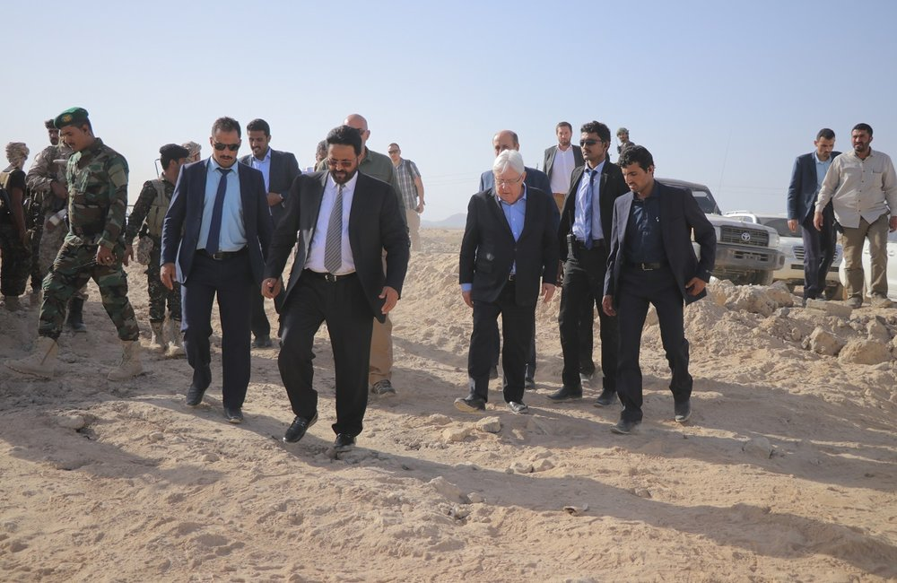 UN Special Envoy for Yemen, Martin Griffiths, and Governor Sultan Al-Arada visit internally displaced Yemenis