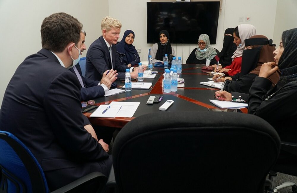 UN Special Envoy for Yemen Hans Grundberg meets with representatives of civil society organizations and women's rights activists in Aden. Photo by: OSESGY